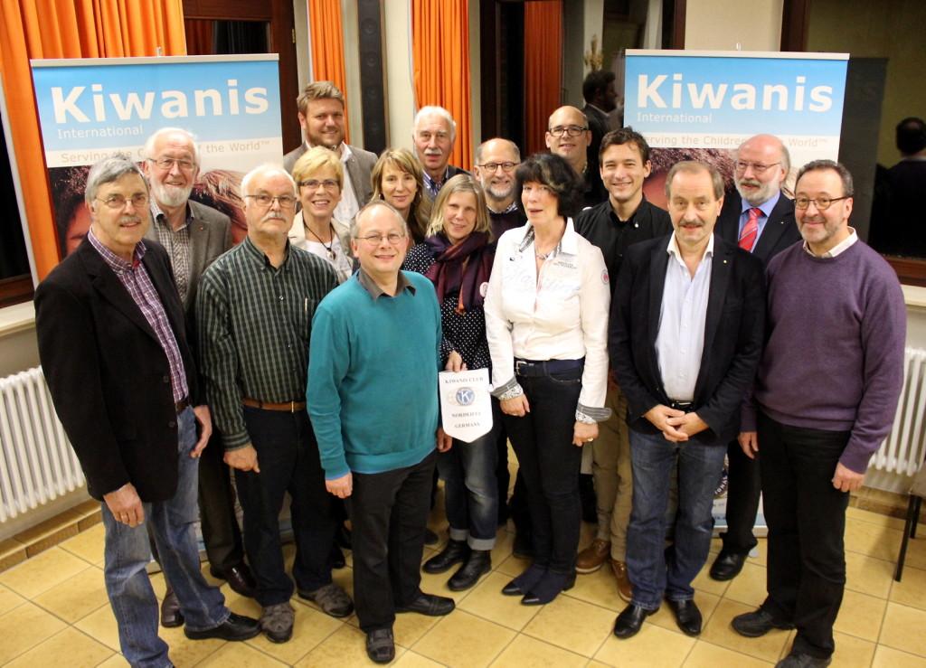 Kiwanis-Schecks-2015-Gruppe